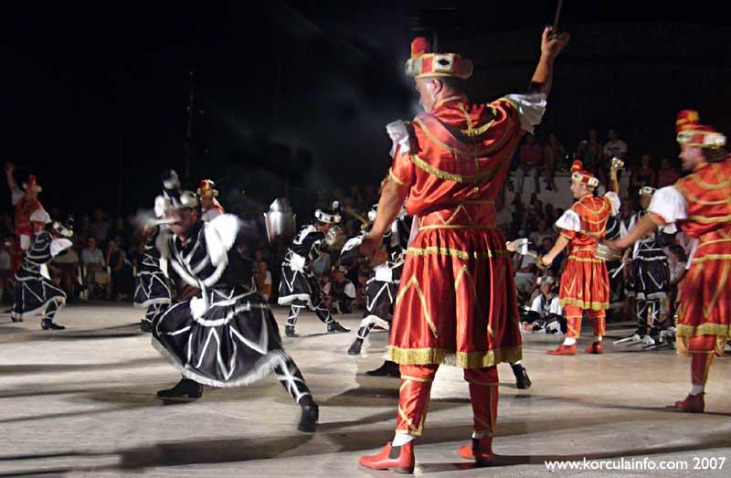 Moreska - black and red army