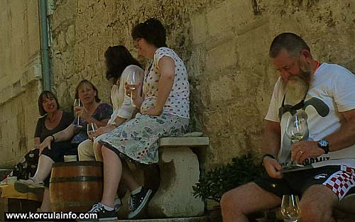 wine-tasting-korcula1