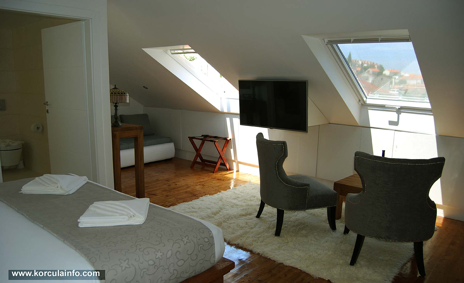 Living room at loft apartment hotel fabris for Sitting room suites