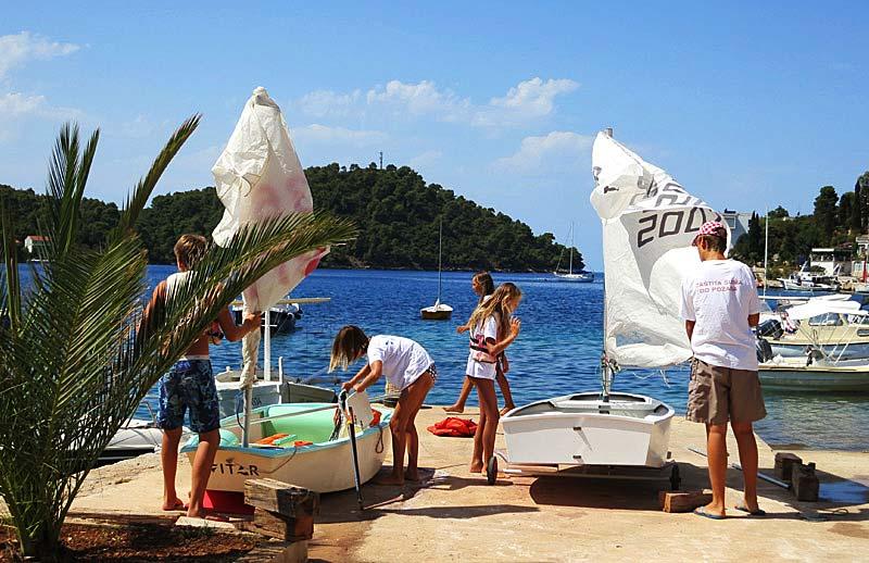 Sailing Club 'Vitar' - Brna Smokvica - preparing dingies