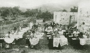 Besplatni Tecaj Singer (Free Singer Sewing Course) - Peljesac Summer 1930s
