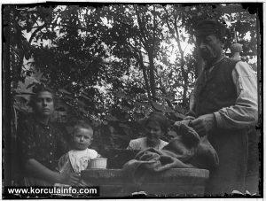 Family photo @ Foretić Gardens, Korcula