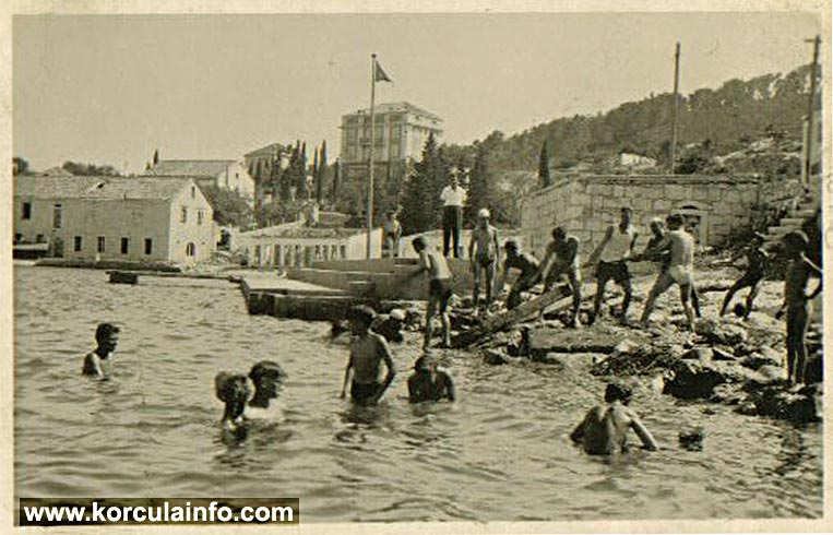 Building of KPK swimming and water polo pool in 1930s - in the background you can see Banje Beach and Hotel Praha on the slopes of the nearby hill