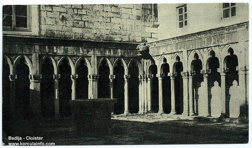 Single and double-pillared columns - Badija Monastery Cloister