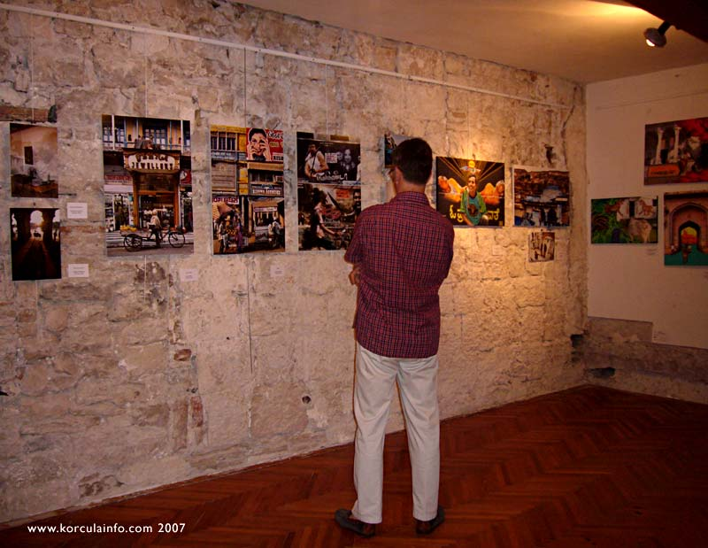 art-exhibition-openning4