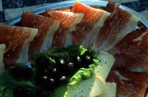 prosciutto-cheese-olives1
