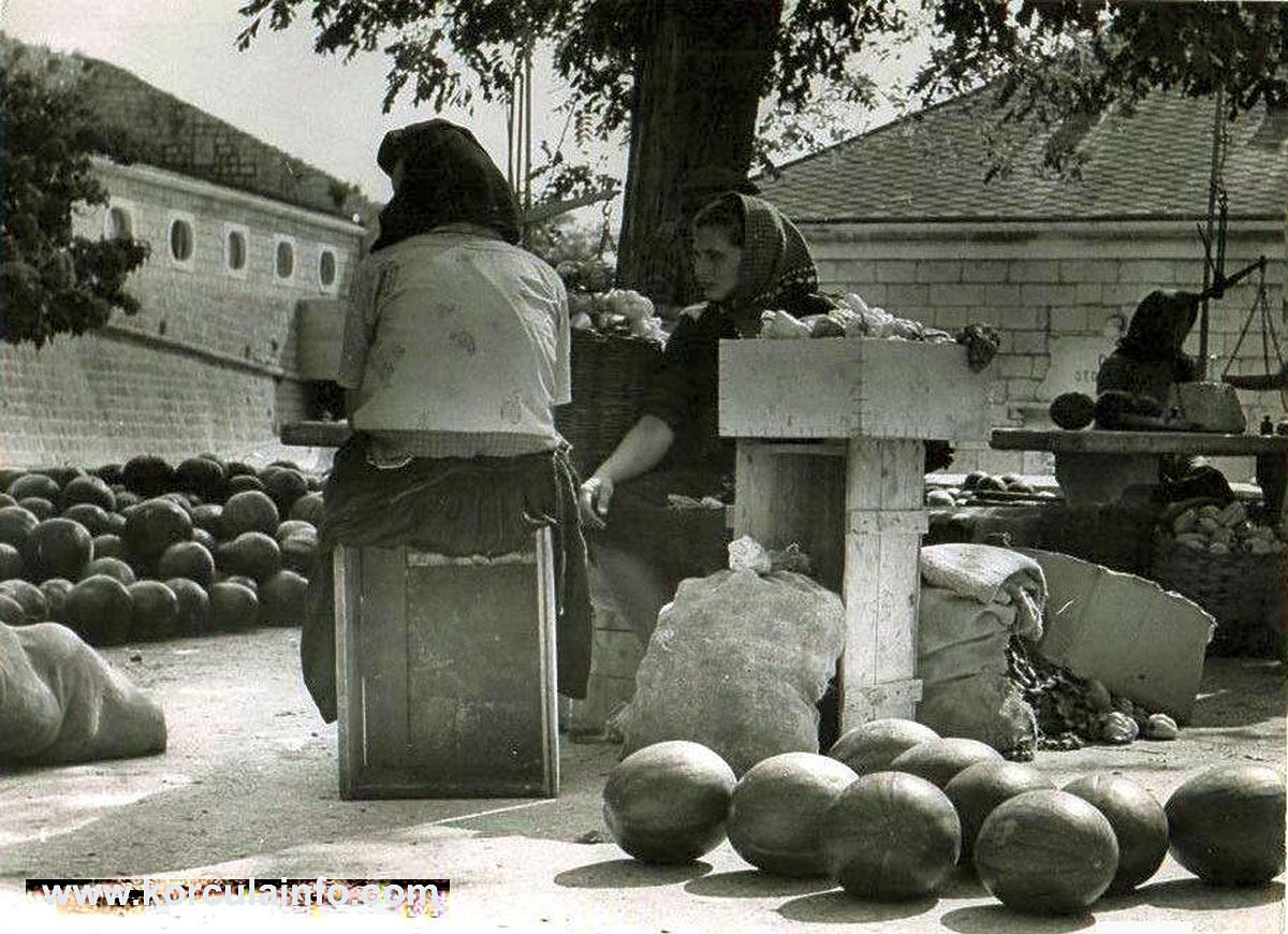 Mellon Sellers at Rotonda Open Market in Korcula (1950s)