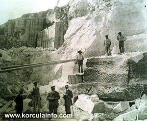 Stonemasons in Vrnik stone quarry