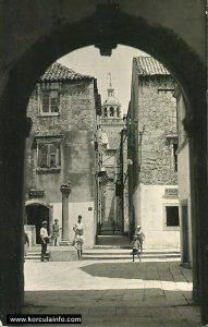 Square: Trg Antuna i Stjepana Radica in Korcula