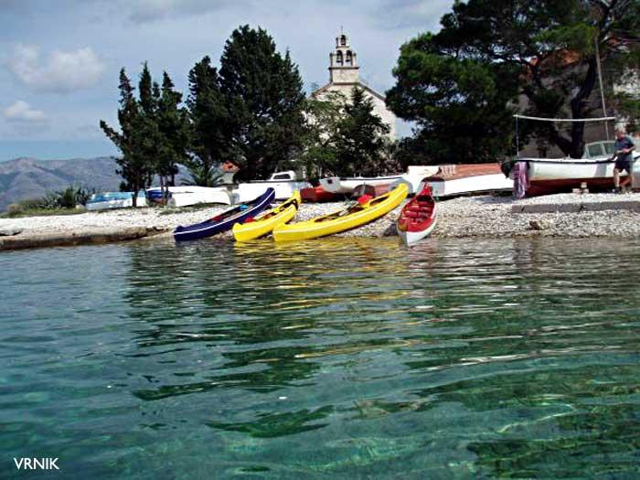 vrnik-beach-church1
