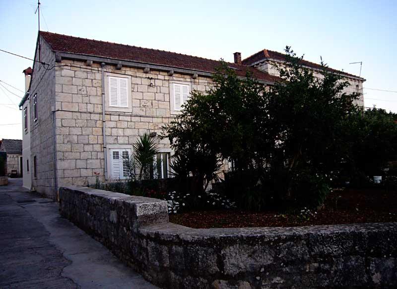 House Bakaric, Zrnovo