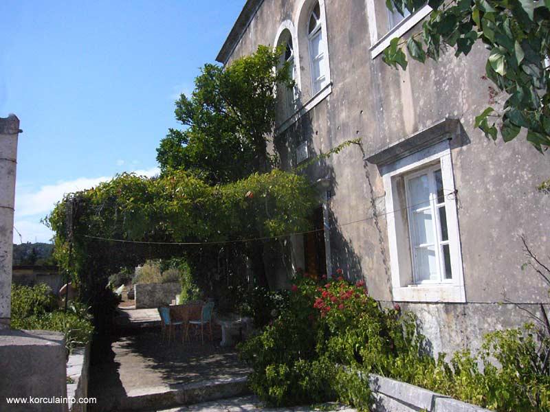 Front Garden and terrace @ Brdo House, Zrnovo