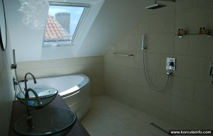 Large Bathroom at Loft Apartment, Hotel Fabris