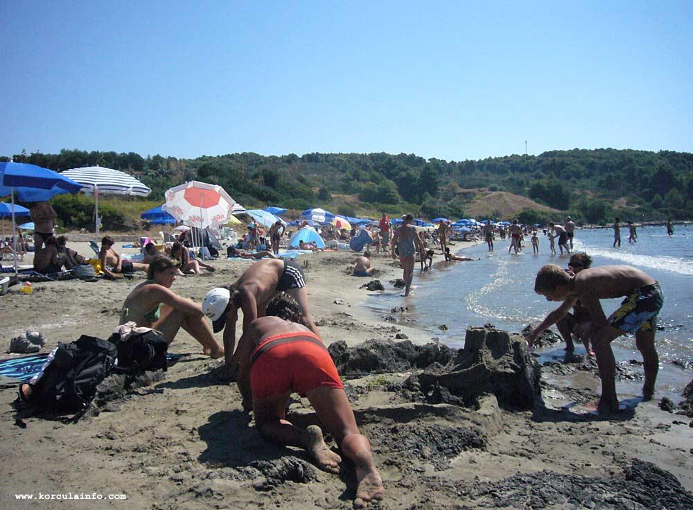 Building a Large Sand Castle at Vela Przina