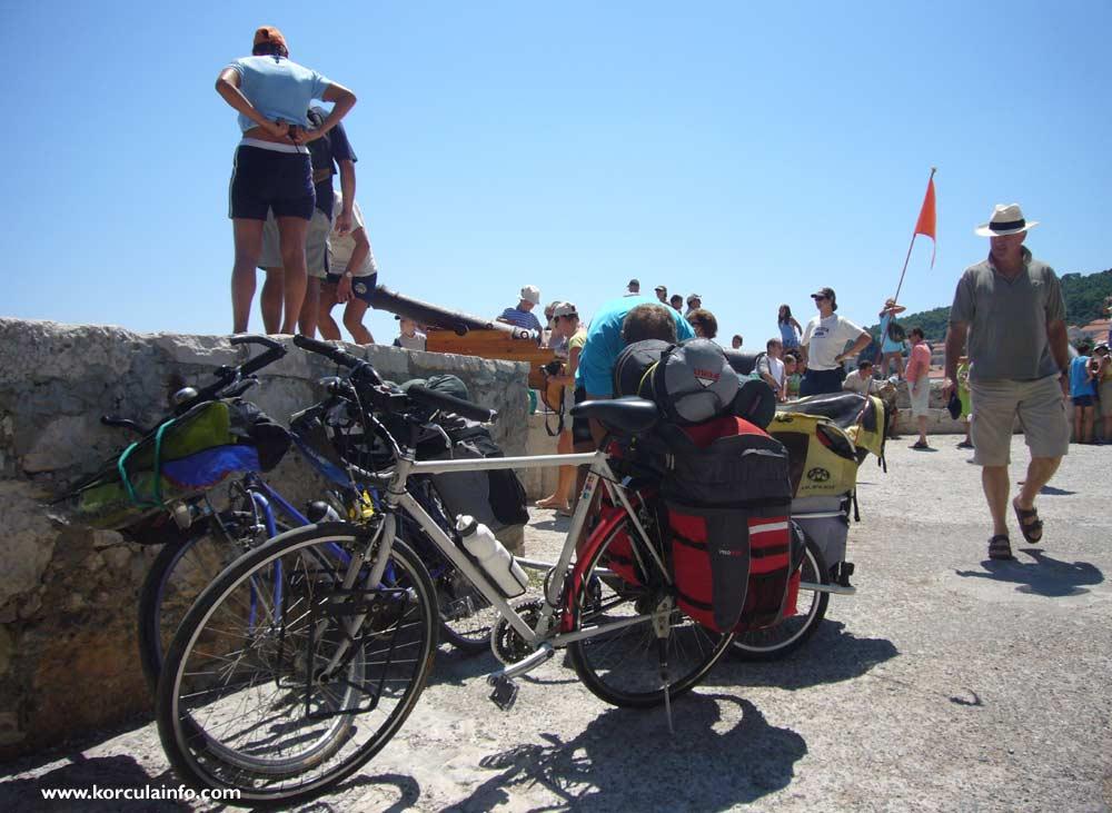 Cyclist in Zakrjan