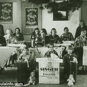Besplatna Singer Domacinska Skola Krojenja - Young Girls and Women at Singer Sewing Course - Janjina, Peljesac 1930