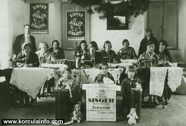Besplatna Singer Domacinska Skola Krojenja - Young Girls and Women at Singer Sewing Course - Janjina, Peljesac 1930