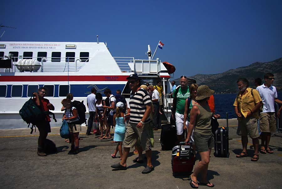 People disembarking from Nona Ana in Korcula port