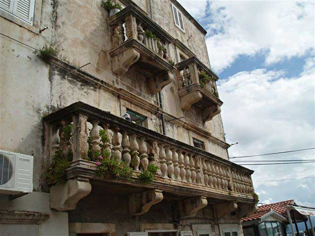Balcony Tri Sulara