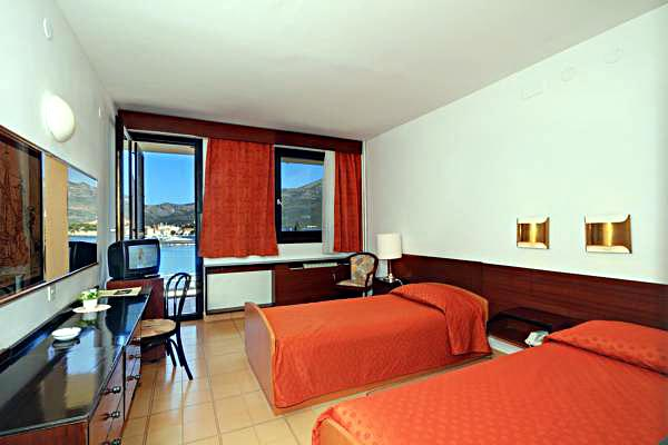 Twin bedroom with sea views @ Hotel Liburna